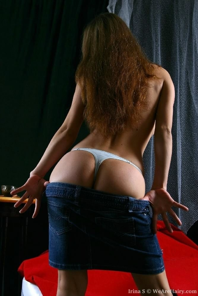 boob popped her bare bum – Amateur